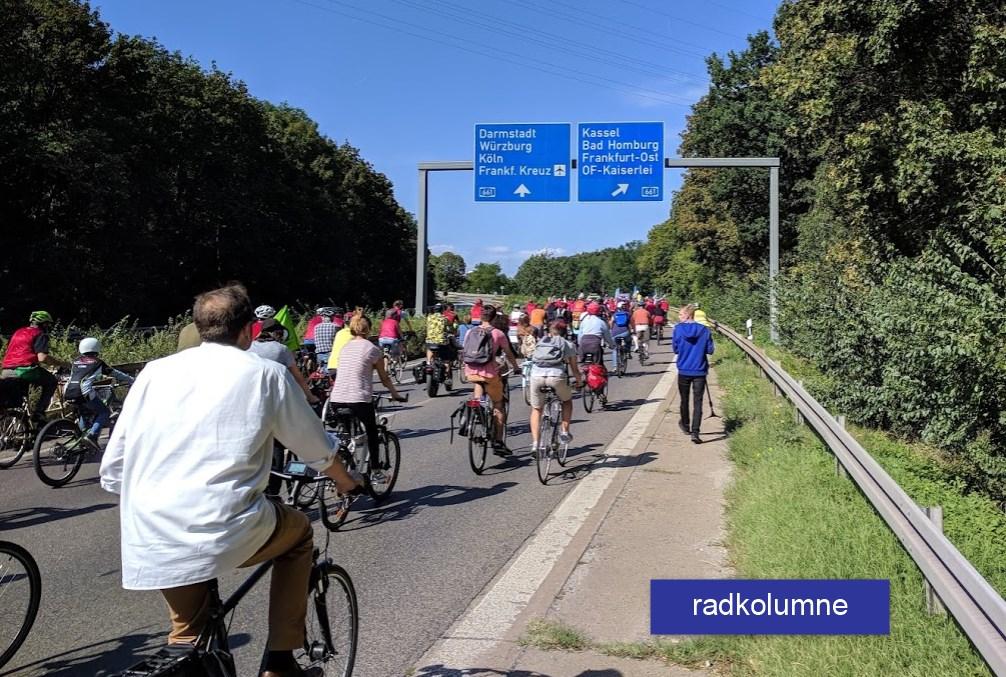 Rad fahren auf der Autobahn