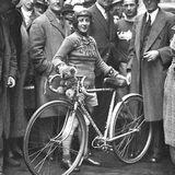 Frau auf Rennrad