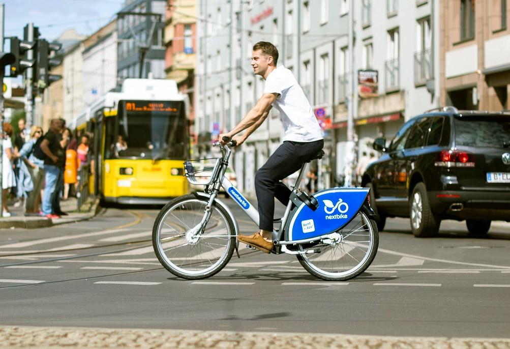 Radfahrer auf Leihrad