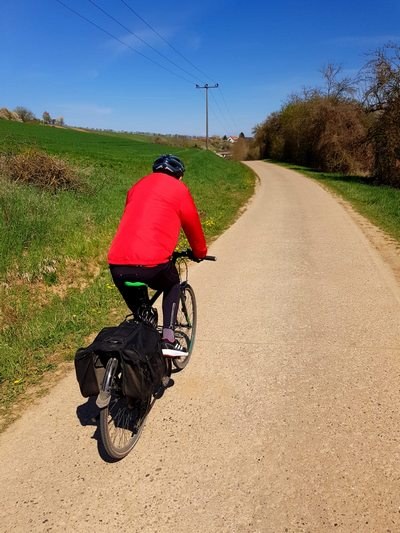 Fahrrad auf Feldweg