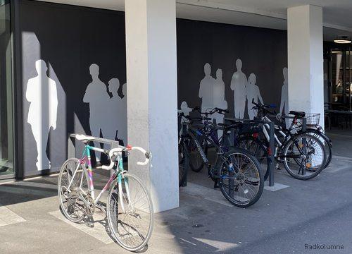 Fahrrad vor Sparkasse